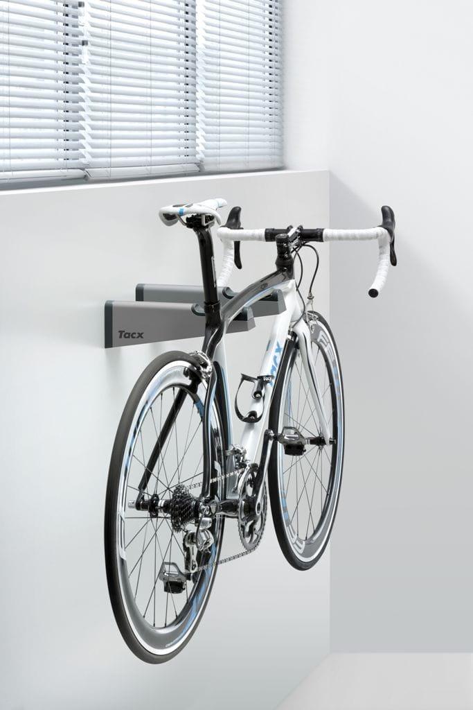 wieszak na rower tacx gem bikebracket kolarstwo. Black Bedroom Furniture Sets. Home Design Ideas